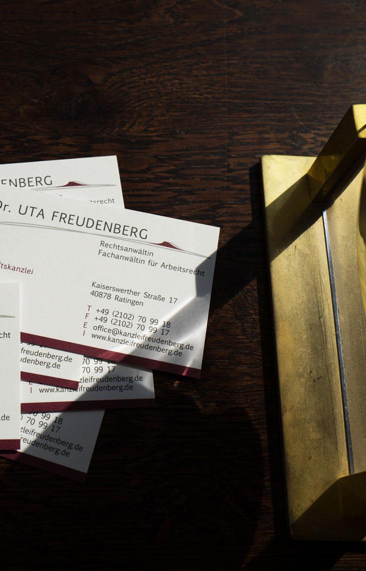 Visitenkarten der Fachanwältin für Arbeitsrecht, Dr. Uta Freudenberg.